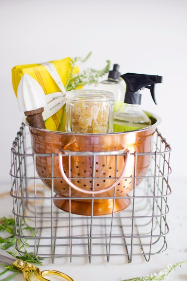 DIY Housewarming Gifts - Housewarming Gift In A Colander - Best Do It Yourself Gift Ideas for Friends With A New House, Home or Apartment - Creative, Cheap and Quick Crafts and DIY Ideas for Housewarming Presents - Mason Jar Gifts, Baskets, Gifts for Women and Men #diygifts #housewarming #diyideas #cheapgifts