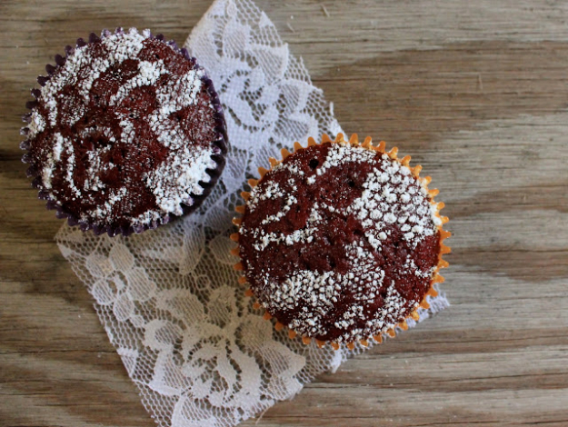 Best Baking Hacks - Lace Stenciled Cupcakes - DIY Cooking Tips and Tricks for Baking Recipes - Quick Ways to Bake Cake, Cupcakes, Desserts and Cookies - Kitchen Lifehacks for Bakers