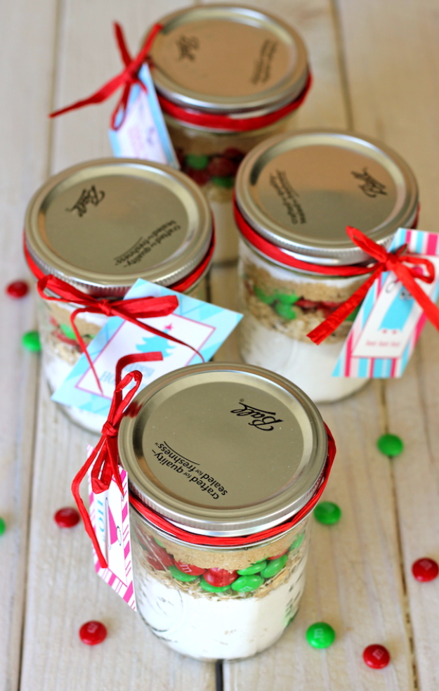 Best Mason Jar Cookies - M&M Cookies In A Jar - Mason Jar Cookie Recipe Mix for Cute Decorated DIY Gifts - Easy Chocolate Chip Recipes, Christmas Presents and Wedding Favors in Mason Jars - Fun Ideas for DIY Parties and Cheap Last Minute Gift Ideas for Friends #diygifts #masonjarcrafts