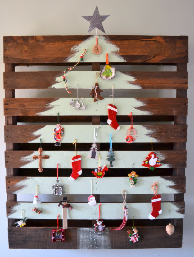 Best DIY Ideas for Your Christmas Tree - Painted Pallet Wood Christmas Tree - Cool Handmade Ornaments, DIY Decorating Ideas and Ornament Tutorials - Cheap Christmas Home Decor - Xmas Crafts #christmas #diy #crafts