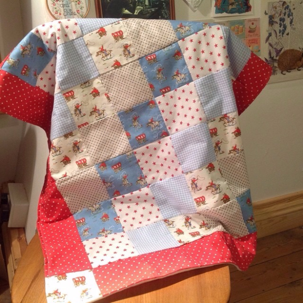 DIY Blankets and Throws - Patchwork Blanket - How To Make Easy Home Decor and Warm Covers for Women, Kids, Teens and Adults - Fleece, Knit, No Sew and Easy Projects to Make for Bed and Sofa