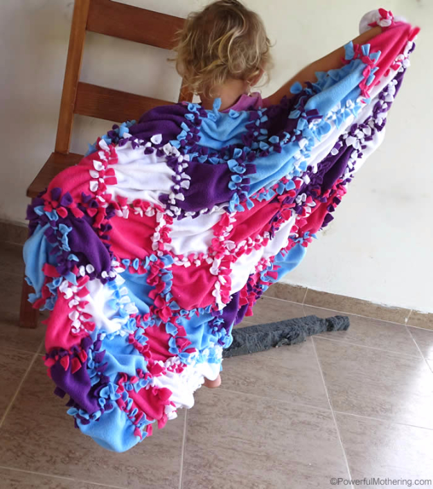 DIY Blankets and Throws - Patchwork No Sew Fleece Blanket - How To Make Easy Home Decor and Warm Covers for Women, Kids, Teens and Adults - Fleece, Knit, No Sew and Easy Projects to Make for Bed and Sofa - Creative Blanket Sewing Projects and Crafts http://diyjoy.com/diy-blankets-throws
