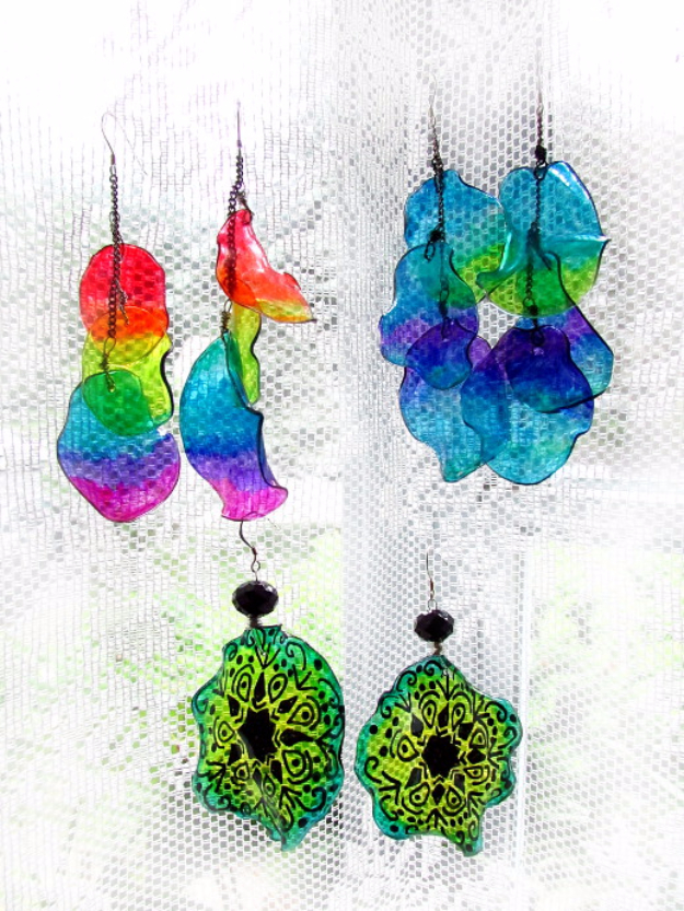 Cool DIY Projects Made With Plastic Bottles - Plastic Bottle Into Earrings - Best Easy Crafts and DIY Ideas Made With A Recycled Plastic Bottle - Jewlery, Home Decor, Planters, Craft Project Tutorials - Cheap Ways to Decorate and Creative DIY Gifts for Christmas Holidays - Fun Projects for Adults, Teens and Kids