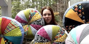 She Makes The Coolest Quilted Pin Wheel Pillows That Will Make An Awesome Gift For The Holidays!