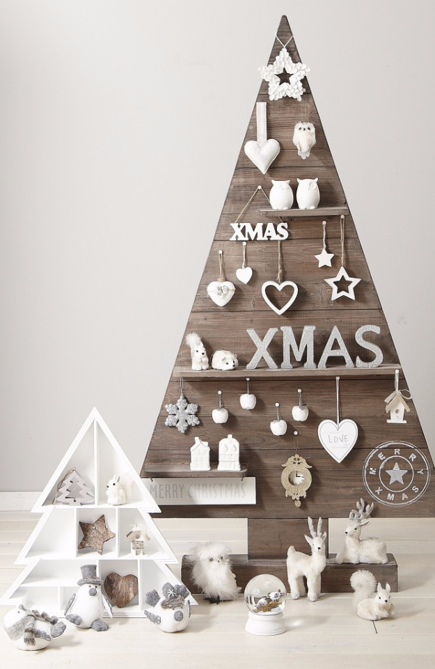 Best DIY Ideas for Your Christmas Tree - Rustic Pallet Christmas Tree - Cool Handmade Ornaments, DIY Decorating Ideas and Ornament Tutorials - Cheap Christmas Home Decor - Xmas Crafts #christmas #diy #crafts