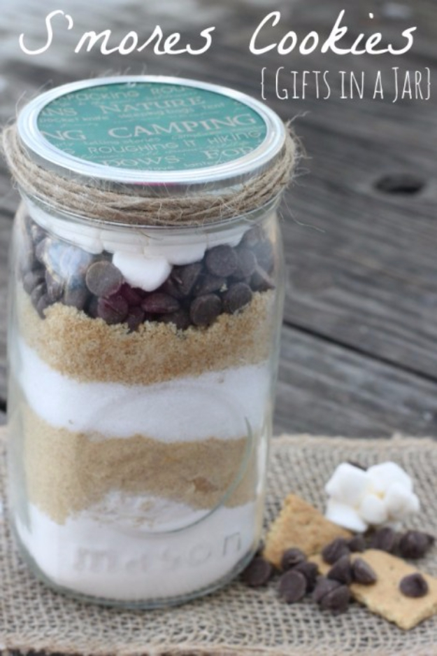 Best Mason Jar Cookies - S'mores Cookies Gifts In A Jar - Mason Jar Cookie Recipe Mix for Cute Decorated DIY Gifts - Easy Chocolate Chip Recipes, Christmas Presents and Wedding Favors in Mason Jars - Fun Ideas for DIY Parties and Cheap Last Minute Gift Ideas for Friends #diygifts #masonjarcrafts