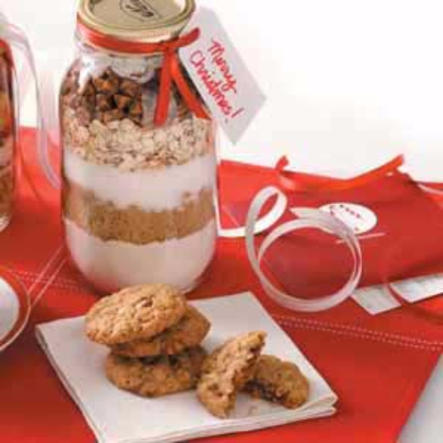 Best Mason Jar Cookies - Spicy Oatmeal Cookie Mix - Mason Jar Cookie Recipe Mix for Cute Decorated DIY Gifts - Easy Chocolate Chip Recipes, Christmas Presents and Wedding Favors in Mason Jars - Fun Ideas for DIY Parties and Cheap Last Minute Gift Ideas for Friends #diygifts #masonjarcrafts