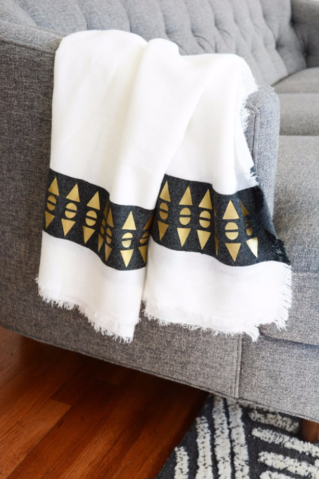 DIY Blankets and Throws - Throw Blanket With A Geometric Patterned Edge - How To Make Easy Home Decor and Warm Covers for Women, Kids, Teens and Adults - Fleece, Knit, No Sew and Easy Projects to Make for Bed and Sofa - Creative Blanket Sewing Projects and Crafts http://diyjoy.com/diy-blankets-throws