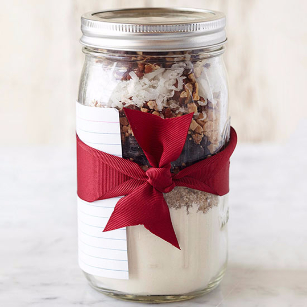Best Mason Jar Cookies - Toffee-Pecan Cookie Mix - Mason Jar Cookie Recipe Mix for Cute Decorated DIY Gifts - Easy Chocolate Chip Recipes, Christmas Presents and Wedding Favors in Mason Jars - Fun Ideas for DIY Parties and Cheap Last Minute Gift Ideas for Friends #diygifts #masonjarcrafts