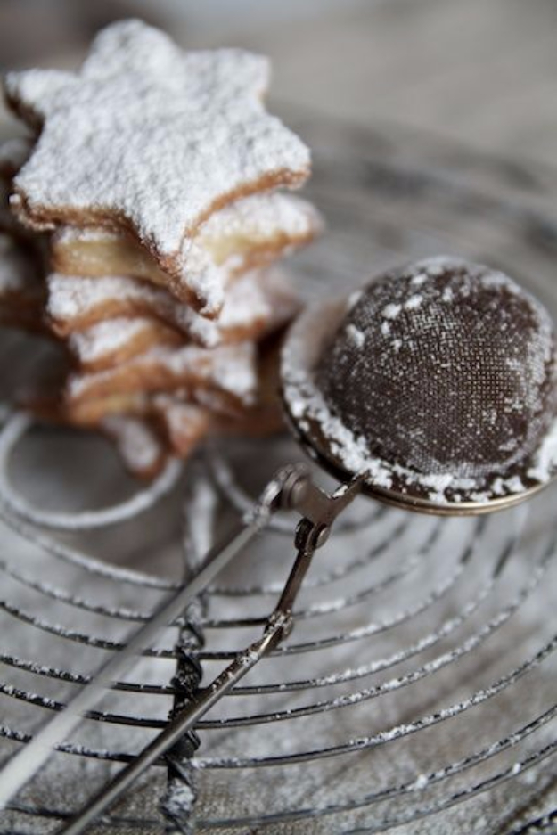 Best Baking Hacks - Use A Tea Strainer As Powdered Sugar Duster - DIY Cooking Tips and Tricks for Baking Recipes - Quick Ways to Bake Cake, Cupcakes, Desserts and Cookies - Kitchen Lifehacks for Bakers