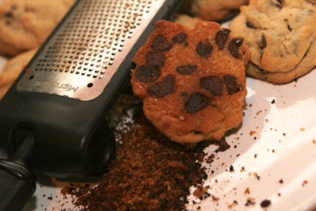 Best Baking Hacks - Use Cheese Grater To Salvage Burnt Cookies - DIY Cooking Tips and Tricks for Baking Recipes - Quick Ways to Bake Cake, Cupcakes, Desserts and Cookies - Kitchen Lifehacks for Bakers