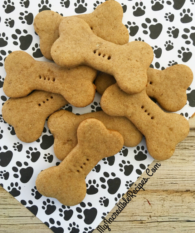 DIY Dog Hacks - 4 Ingredient Dog Biscuits - Training Tips, Ideas for Dog Beds and Toys, Homemade Remedies for Fleas and Scratching - Do It Yourself Dog Treat Recips, Food and Gear for Your Pet #dogs #diy #crafts