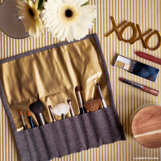 Best Sewing Projects to Make For Girls - DIY Make Up Brush Case - Creative Sewing Tutorials for Baby Kids and Teens - Free Patterns and Step by Step Tutorials for Dresses, Blouses, Shirts, Pants, Hats and Bags #sewing #sewingideas