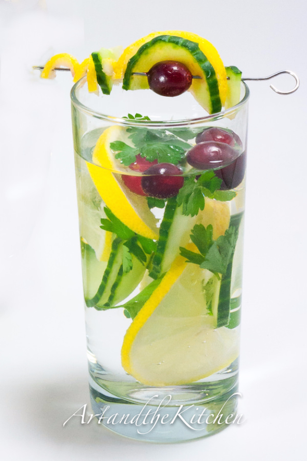 Best DIY Detox Waters and Recipes - Dieter's Dream Water - Homemade Detox Water Instructions and Tutorials - Lose Weight and Remove Toxins From the Body for Your New Years Resolutions - Easy and Quick Recipe Ideas for Getting Healthy in 2017 - DIY Projects and Crafts by DIY Joy