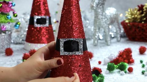 she makes some super cool christmas decorations that only take minutes - Cool Christmas Decorations