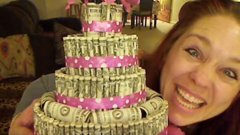 Awesome Money Cake Is Sure To Be The Talk Of The Party! | DIY Joy Projects and Crafts Ideas