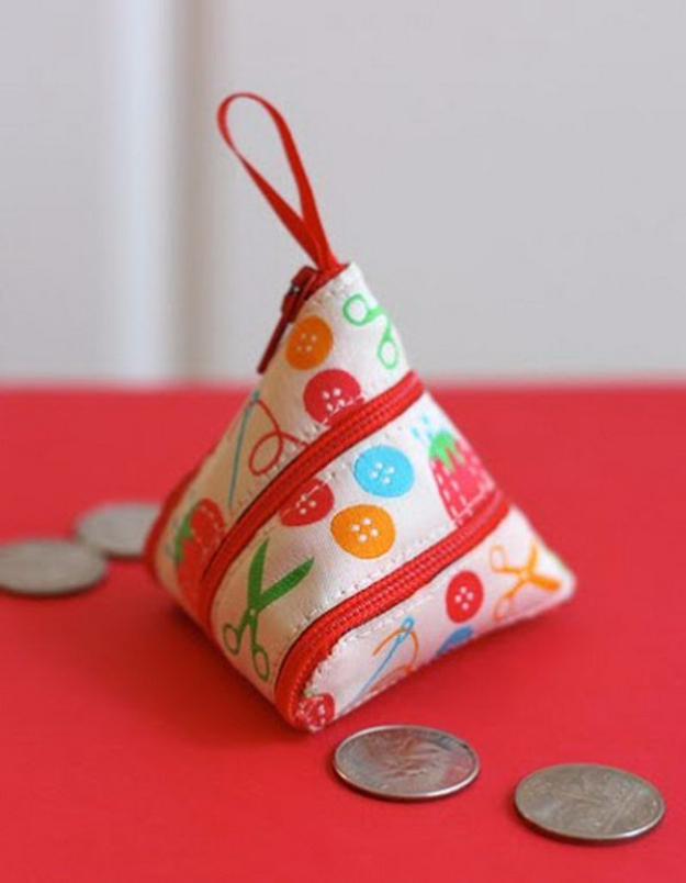 Creative DIY Projects With Zippers - Self-Zipping Coin Purse - Easy Crafts and Fashion Ideas With A Zipper - Jewelry, Home Decor, School Supplies and DIY Gift Ideas - Quick DIYs for Fun Weekend Projects http://diyjoy.com/diy-projects-zippers