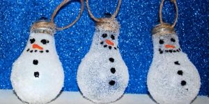 Turn Lightbulbs Into Snowman Christmas Ornaments