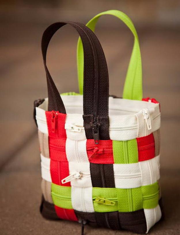Creative DIY Projects With Zippers - Woven Zipper Purse - Easy Crafts and Fashion Ideas With A Zipper - Jewelry, Home Decor, School Supplies and DIY Gift Ideas - Quick DIYs for Fun Weekend Projects http://diyjoy.com/diy-projects-zippers