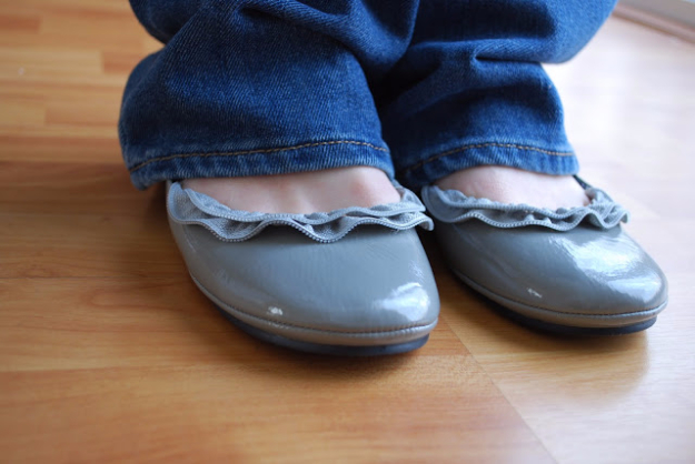 Creative DIY Projects With Zippers - Zipper Ruffle Ballet Flats - Easy Crafts and Fashion Ideas With A Zipper - Jewelry, Home Decor, School Supplies and DIY Gift Ideas - Quick DIYs for Fun Weekend Projects