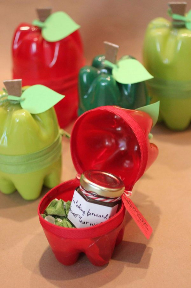 Creative DIY Projects With Zippers - Zippered Plastic Bottle Apple Containers - Easy Crafts and Fashion Ideas With A Zipper - Jewelry, Home Decor, School Supplies and DIY Gift Ideas - Quick DIYs for Fun Weekend Projects http://diyjoy.com/diy-projects-zippers