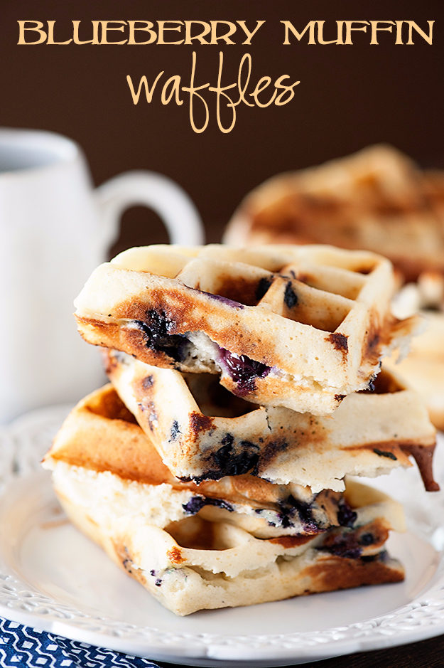 Waffle Iron Hacks and Easy Recipes for Waffle Irons - Blueberry Muffin Waffles - Quick Ways to Make Healthy Meals in a Waffle Maker - Breakfast, Dinner, Lunch, Dessert and Snack Ideas - Homemade Pizza, Cinnamon Rolls, Egg, Low Carb, Sandwich, Bisquick, Savory Recipes and Biscuits #diy #waffle #hacks