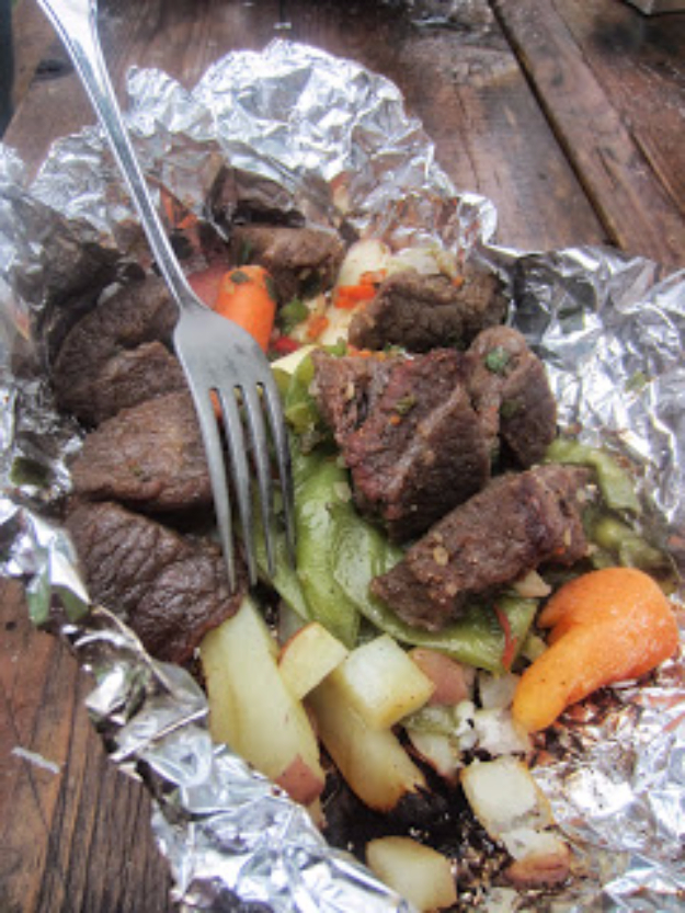 DIY Tin Foil Camping Recipes - Campfire Kabob - Tin Foil Dinners, Ideas for Camping Trips healthy Easy Make Ahead Recipe Ideas for the Campfire. Breakfast, Lunch, Dinner and Dessert, #recipes #camping