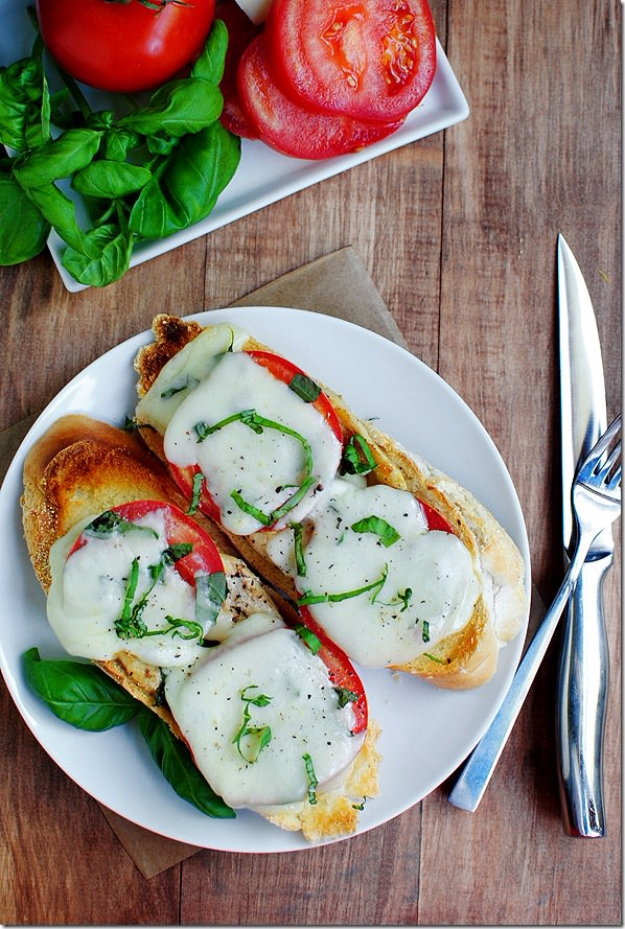 Healthy Lunch Ideas for Work - Chicken Caprese Sandwich - Quick and Easy Recipes You Can Pack for Lunches at the Office - Lowfat and Simple Ideas for Eating on the Job - Microwave, No Heat, Mason Jar Salads, Sandwiches, Wraps, Soups and Bowls http://diyjoy.com/healthy-lunch-ideas-work