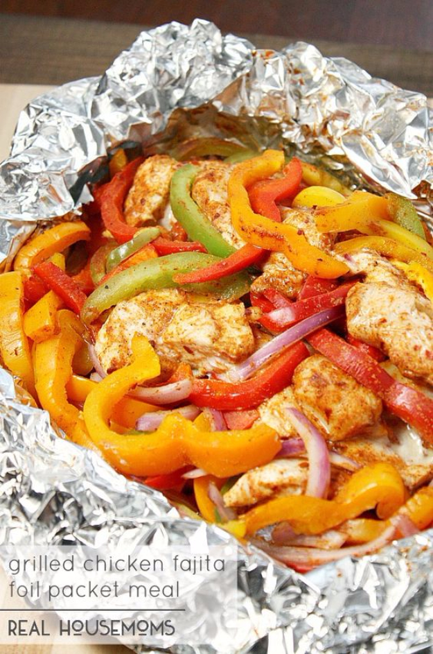 DIY Tin Foil Camping Recipes - Chicken Fajita Foil Packet Meal - Tin Foil Dinners, Ideas for Camping Trips healthy Easy Make Ahead Recipe Ideas for the Campfire. Breakfast, Lunch, Dinner and Dessert, #recipes #camping
