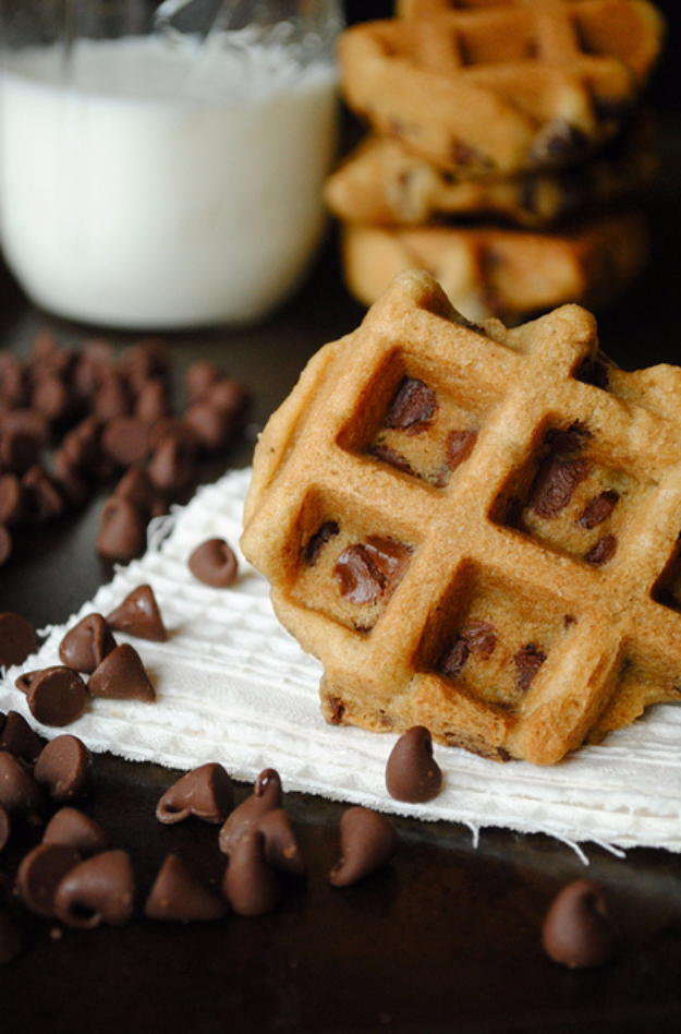 Waffle Iron Hacks and Easy Recipes for Waffle Irons - Chocolate Chip Waffle Cookies - Quick Ways to Make Healthy Meals in a Waffle Maker - Breakfast, Dinner, Lunch, Dessert and Snack Ideas - Homemade Pizza, Cinnamon Rolls, Egg, Low Carb, Sandwich, Bisquick, Savory Recipes and Biscuits #diy #waffle #hacks