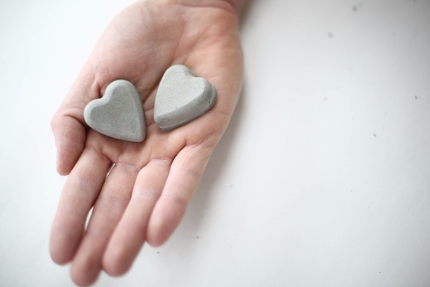 DIY Projects Made With Concrete - Concrete Hearts DIY - Quick and Easy DIY Concrete Crafts - Cheap and creative countertops and ideas for floors, patio and porch decor, tables, planters, vases, frames, jewelry holder, home decor and DIY gifts