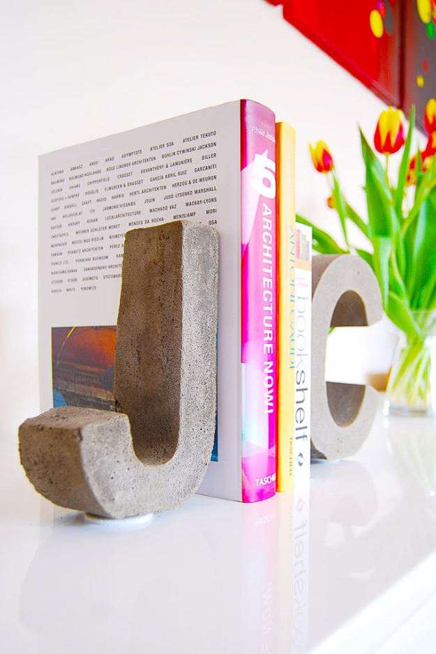 DIY Projects Made With Concrete - DIY Concrete Letter Bookends - Quick and Easy DIY Concrete Crafts - Cheap and creative countertops and ideas for floors, patio and porch decor, tables, planters, vases, frames, jewelry holder, home decor and DIY gifts