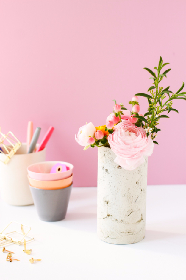DIY Projects Made With Concrete - DIY Concrete Vase - Quick and Easy DIY Concrete Crafts - Cheap and creative countertops and ideas for floors, patio and porch decor, tables, planters, vases, frames, jewelry holder, home decor and DIY gifts