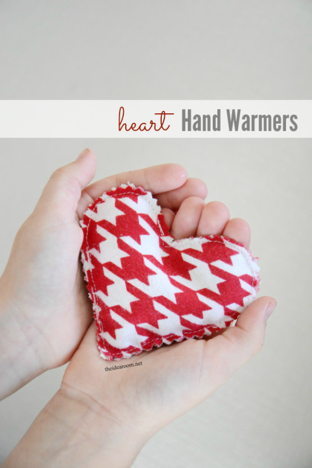 Best DIY Valentines Day Gifts - DIY Heart Hand Warmers - Cute Mason Jar Valentines Day Gifts and Crafts for Him and Her | Boyfriend, Girlfriend, Mom and Dad, Husband or Wife, Friends - Easy DIY Ideas for Valentines Day for Homemade Gift Giving and Room Decor | Creative Home Decor and Craft Projects for Teens, Teenagers, Kids and Adults http://diyjoy.com/diy-valentines-day-gift-ideas