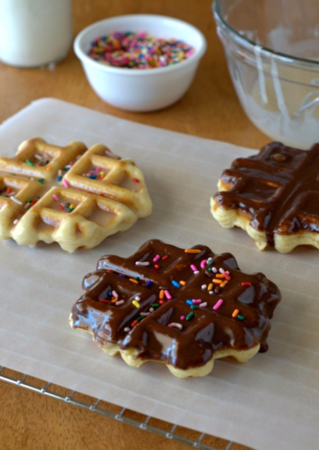 Waffle Iron Hacks and Easy Recipes for Waffle Irons - Doughnut Waffles - Quick Ways to Make Healthy Meals in a Waffle Maker - Breakfast, Dinner, Lunch, Dessert and Snack Ideas - Homemade Pizza, Cinnamon Rolls, Egg, Low Carb, Sandwich, Bisquick, Savory Recipes and Biscuits http://diyjoy.com/waffle-iron-hacks-recipes