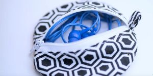 Watch How She Easily Makes This Clever Earphone Holder So Her Earphones Won't Get Tangled Up Or Lost!