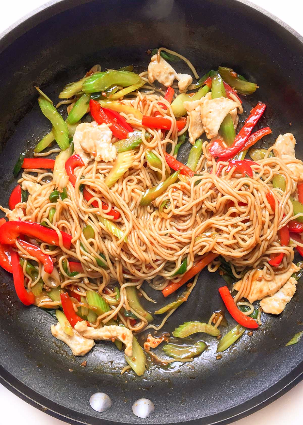 Quick and Healthy Dinner Recipes - Easy Healthy Chicken Lo Mein - Easy and Fast Recipe Ideas for Dinners at Home - Chicken, Beef, Ground Meat, Pasta and Vegetarian Options - Cheap Dinner Ideas for Family, for Two , for Last Minute Cooking #recipes #healthyrecipes