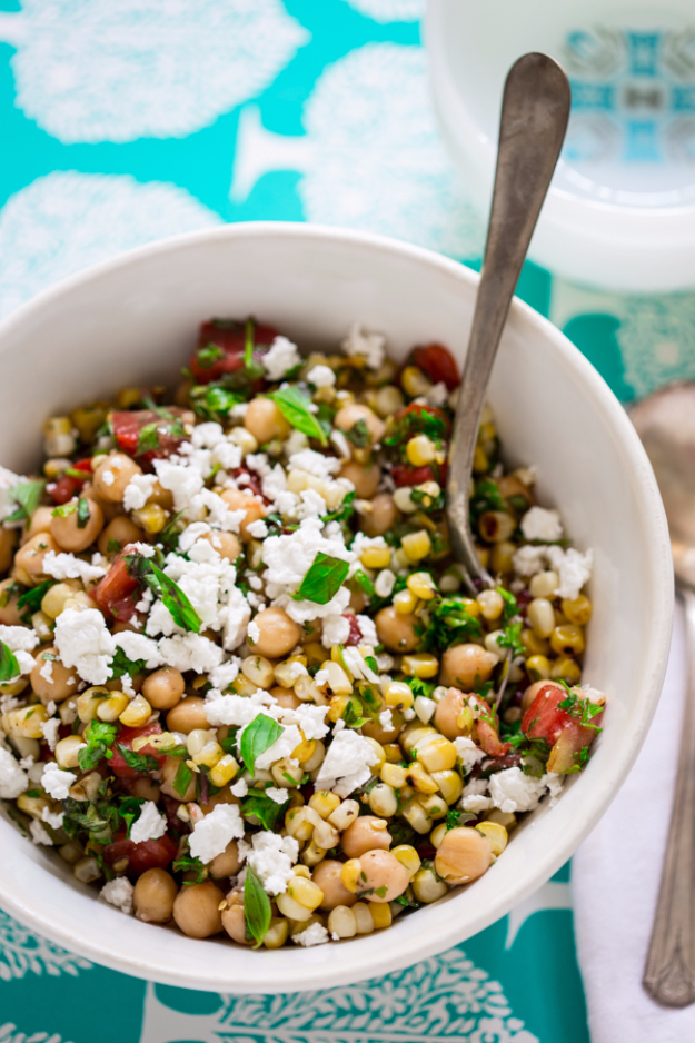 Healthy Lunch Ideas for Work - Grilled Corn And Chickpea Salad - Quick and Easy Recipes You Can Pack for Lunches at the Office - Lowfat and Simple Ideas for Eating on the Job - Microwave, No Heat, Mason Jar Salads, Sandwiches, Wraps, Soups and Bowls http://diyjoy.com/healthy-lunch-ideas-work