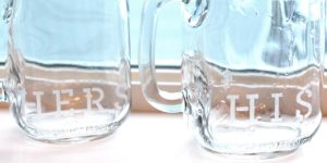 DIY Etched His And Hers Mason Jars Are Just The Thing For Valentine's Day And It's A Unique Gift!