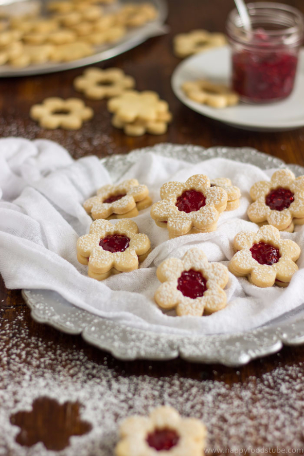 DIY Valentines Day Cookies - Homemade Linzer Cookies With Raspberry Jam - Easy Cookie Recipes and Recipe Ideas for Valentines Day - Cute DIY Decorated Cookies for Kids, Homemade Box Cookies and Bouquet Ideas - Sugar Cookie Icing Tutorials With Step by Step Instructions - Quick, Cheap Valentine Gift Ideas for Him and Her http://diyjoy.com/diy-valentines-day-cookie-recipes