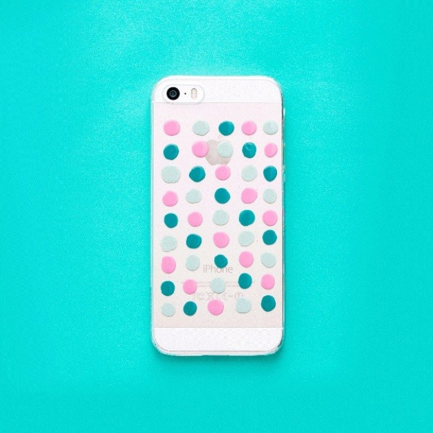 DIY Nail Polish Crafts - Nail Polish Iphone Case - Easy and Cheap Craft Ideas for Girls, Teens, Tweens and Adults | Fun and Cool DIY Projects You Can Make With Fingernail Polish - Do It Yourself Wire Flowers, Glue Gun Craft Projects and Jewelry Made From nailpolish - Water Marble Tutorials and How To With Step by Step Instructions s