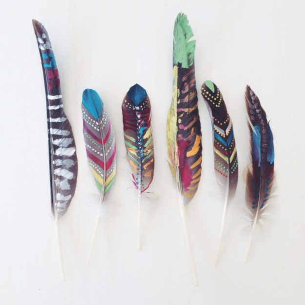 DIY Nail Polish Crafts - Painted Feathers - Easy and Cheap Craft Ideas for Girls, Teens, Tweens and Adults | Fun and Cool DIY Projects You Can Make With Fingernail Polish - Do It Yourself Wire Flowers, Glue Gun Craft Projects and Jewelry Made From nailpolish - Water Marble Tutorials and How To With Step by Step Instructions s