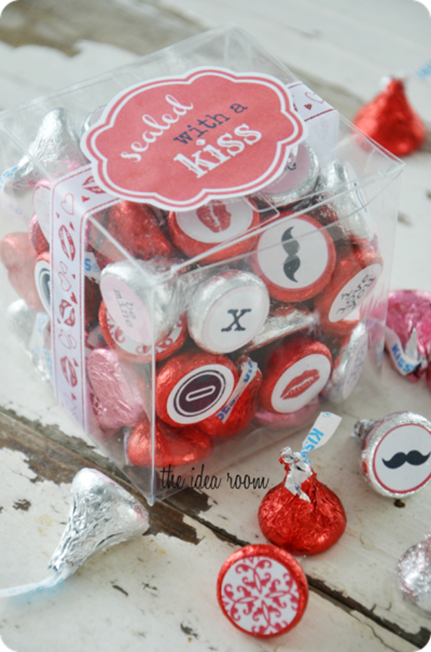 Best DIY Valentines Day Gifts - Sealed With A Kiss Valentines Gift - Cute Mason Jar Valentines Day Gifts and Crafts for Him and Her | Boyfriend, Girlfriend, Mom and Dad, Husband or Wife, Friends - Easy DIY Ideas for Valentines Day for Homemade Gift Giving and Room Decor | Creative Home Decor and Craft Projects for Teens, Teenagers, Kids and Adults