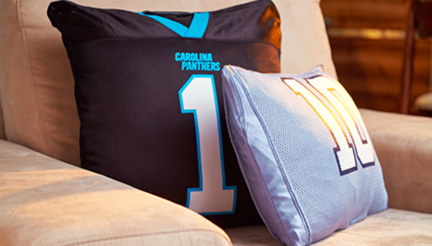 DIY Projects for the Sports Fan - Sports Pillow - Crafts and DIY Ideas for Men - Football, Baseball, Basketball, Soccer and Golf - Wall Art, DIY Gifts, Easy Gift Ideas, Room and Home Decor http://diyjoy.com/diy-ideas-sports-fan