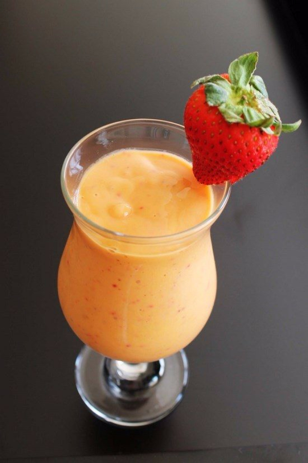 Healthy Smoothie Recipes - Strawberry Mango Smoothie - Easy ideas perfect for breakfast, energy. Low calorie and high protein recipes for weightloss and to lose weight. Simple homemade recipe ideas that kids love. Quick EASY morning recipes before work and school, after workout #smoothies #healthy #smoothie #healthyrecipes #recipes