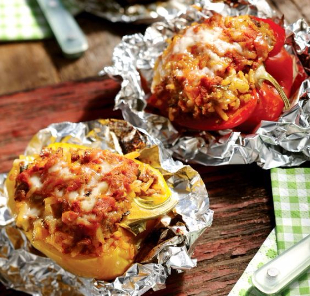 DIY Tin Foil Camping Recipes - Stuffed Peppers In Foil Packets - Tin Foil Dinners, Ideas for Camping Trips healthy Easy Make Ahead Recipe Ideas for the Campfire. Breakfast, Lunch, Dinner and Dessert, #recipes #camping