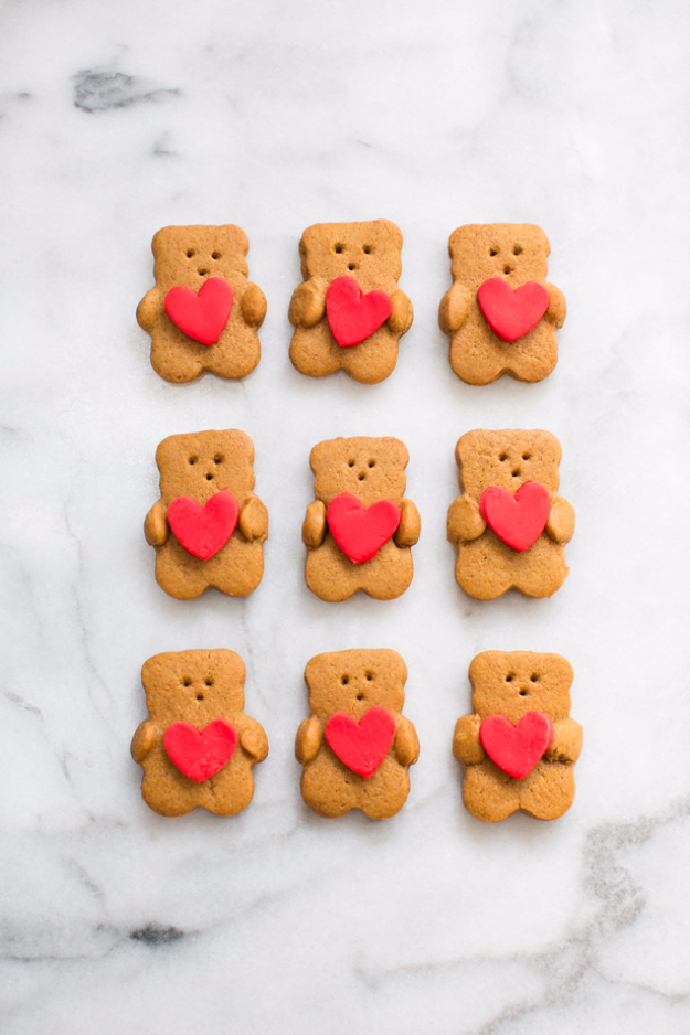 DIY Valentines Day Cookies - Valentine Bear Holding Heart Cookies - Easy Cookie Recipes and Recipe Ideas for Valentines Day - Cute DIY Decorated Cookies for Kids, Homemade Box Cookies and Bouquet Ideas - Sugar Cookie Icing Tutorials With Step by Step Instructions - Quick, Cheap Valentine Gift Ideas for Him and Her http://diyjoy.com/diy-valentines-day-cookie-recipes