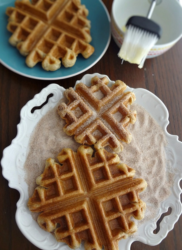 Waffle Iron Hacks and Easy Recipes for Waffle Irons - Waffle Iron Churros - Quick Ways to Make Healthy Meals in a Waffle Maker - Breakfast, Dinner, Lunch, Dessert and Snack Ideas - Homemade Pizza, Cinnamon Rolls, Egg, Low Carb, Sandwich, Bisquick, Savory Recipes and Biscuits http://diyjoy.com/waffle-iron-hacks-recipes