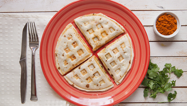Waffle Iron Hacks and Easy Recipes for Waffle Irons - Waffle Iron Quesadillas - Quick Ways to Make Healthy Meals in a Waffle Maker - Breakfast, Dinner, Lunch, Dessert and Snack Ideas - Homemade Pizza, Cinnamon Rolls, Egg, Low Carb, Sandwich, Bisquick, Savory Recipes and Biscuits #diy #waffle #hacks