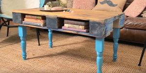 Watch How She Makes An Awesome Pallet Coffee Table For A Stylish Eclectic Look!